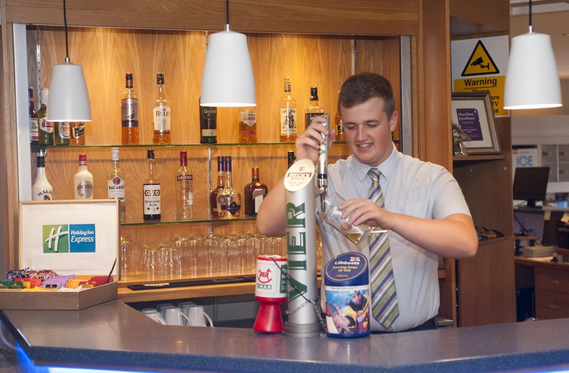 Holiday Inn Express Perth-Bar and Lounge<br/>Image from Leonardo