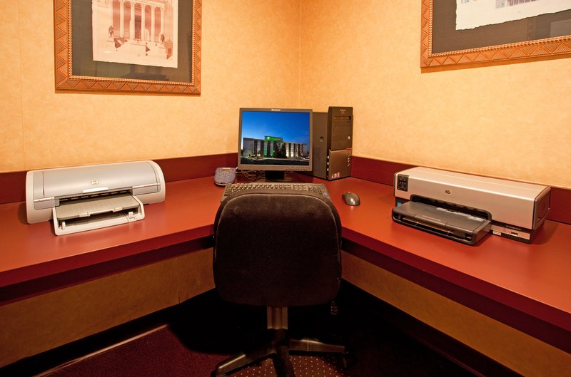 Holiday Inn Hotel & Suites Cincinnati-Eastgate (I-275e)-Complete your tasks or send an email in our Business Center<br/>Image from Leonardo