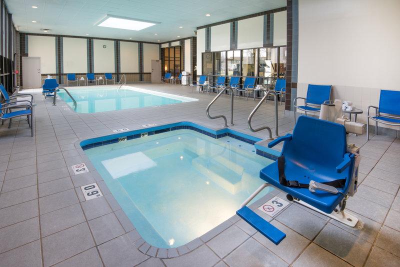 Holiday Inn Hotel & Suites Cincinnati-Eastgate (I-275e)-Swimming Pool<br/>Image from Leonardo