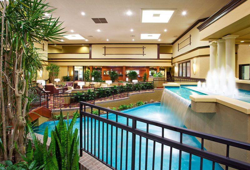 Holiday Inn Hotel & Suites Cincinnati-Eastgate (I-275e)-Enjoy and relax in the hotel lobby with free Wi-Fi.<br/>Image from Leonardo