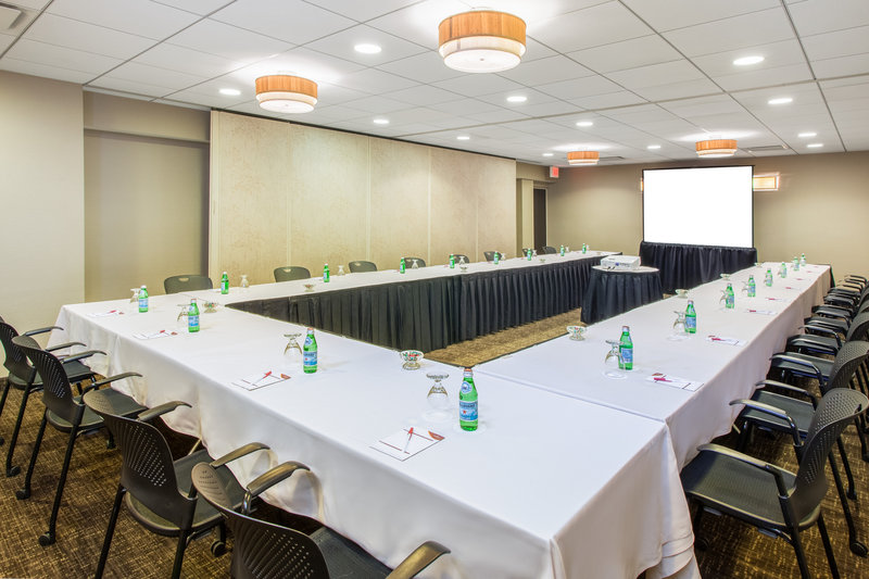Crowne Plaza Chicago Ohare Hotel & Conference Center-Haneda International 2 Sections 680 Sq. Ft.<br/>Image from Leonardo