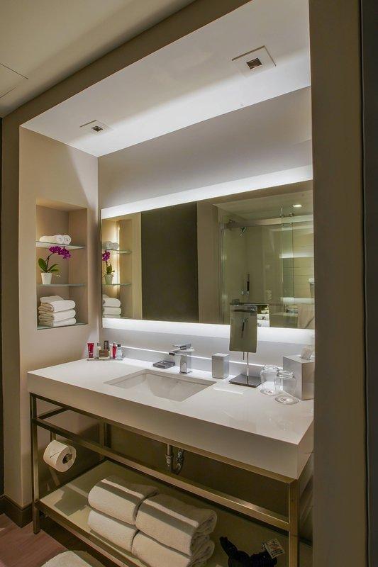 Marriott San Juan Resort - Cabana Bathroom <br/>Image from Leonardo