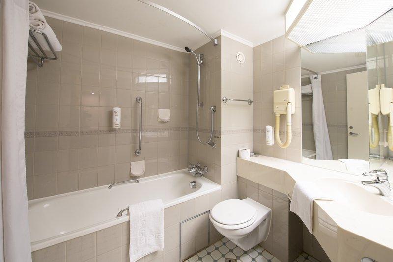 Holiday Inn Northampton-Guest Bathroom<br/>Image from Leonardo
