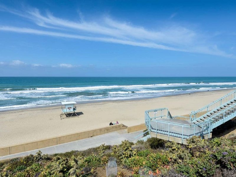 Holiday Inn Express & Suites Carlsbad Beach 4.4/5 | 506 Revi-Beautiful Oceanside State Beach - Relaxing, Shopping, Fishing Pier<br/>Image from Leonardo