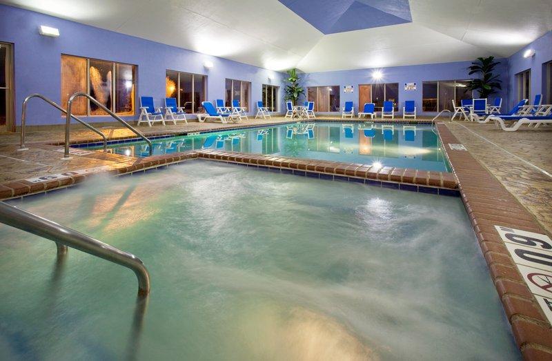 Holiday Inn Express & Suites Pleasant Prairie / Kenosha-Swimming Pool at Holiday Inn Express Pleasant Prairie / Kenosha<br/>Image from Leonardo