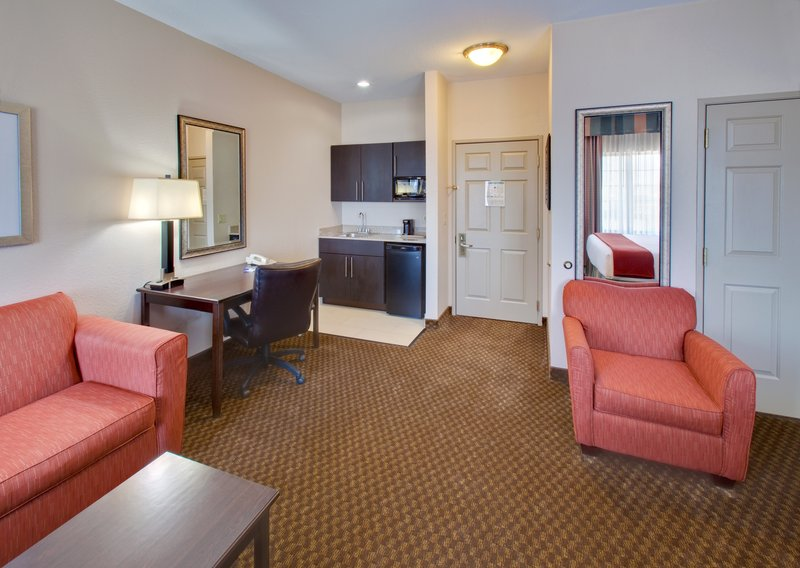 Holiday Inn Express & Suites Pleasant Prairie / Kenosha-Suite at Holiday Inn Express Pleasant Prairie / Kenosha<br/>Image from Leonardo