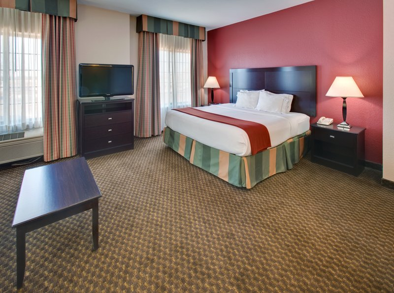 Holiday Inn Express & Suites Pleasant Prairie / Kenosha-King Bed at Holiday Inn Express Pleasant Prairie / Kenosha<br/>Image from Leonardo