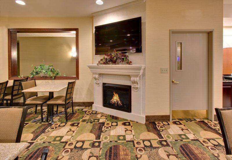 Holiday Inn Express & Suites Pleasant Prairie / Kenosha-Hotel Lobby at Holiday Inn Express Pleasant Prairie / Kenosha<br/>Image from Leonardo