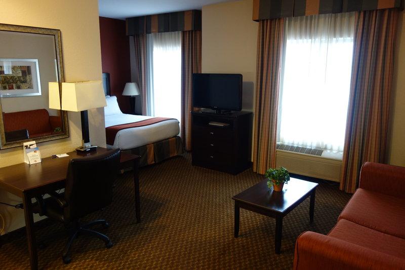 Holiday Inn Express & Suites Pleasant Prairie / Kenosha-Single Bed Guest Room at Holiday Inn Express Kenosha<br/>Image from Leonardo
