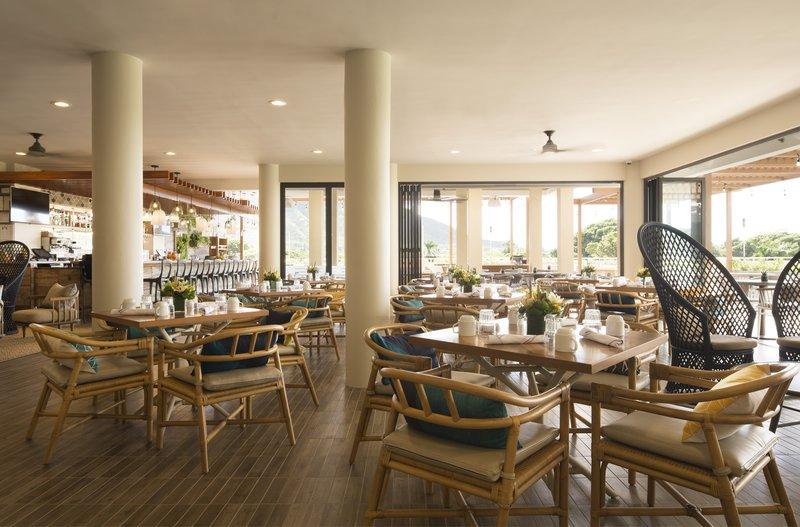 Queen Kapiolani Hotel - Deck Dining <br/>Image from Leonardo