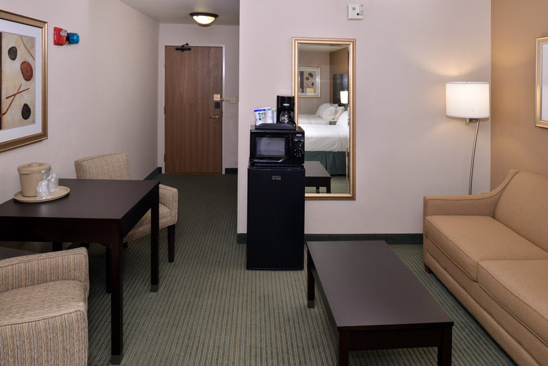 Holiday Inn Express & Suites Milwaukee-New Berlin-Guest Room<br/>Image from Leonardo