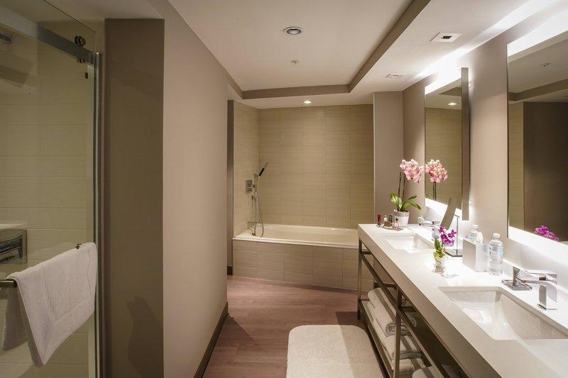 Marriott San Juan Resort - Corner Cabana - Bathroom <br/>Image from Leonardo
