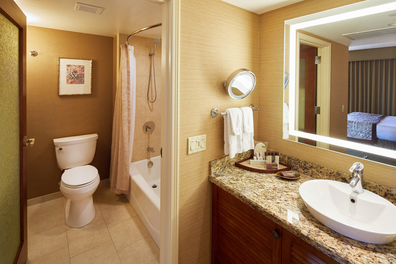 Outrigger Reef Waikiki Beach Resort - Outrigger Reef Waikiki Partialoceanview Bath <br/>Image from Leonardo