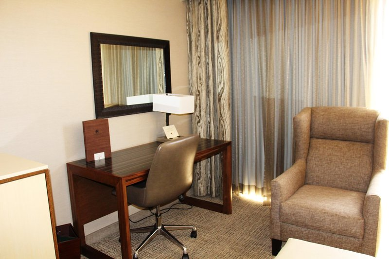 DoubleTree by Hilton Hotel Fresno Convention Center-Sitting Area<br/>Image from Leonardo