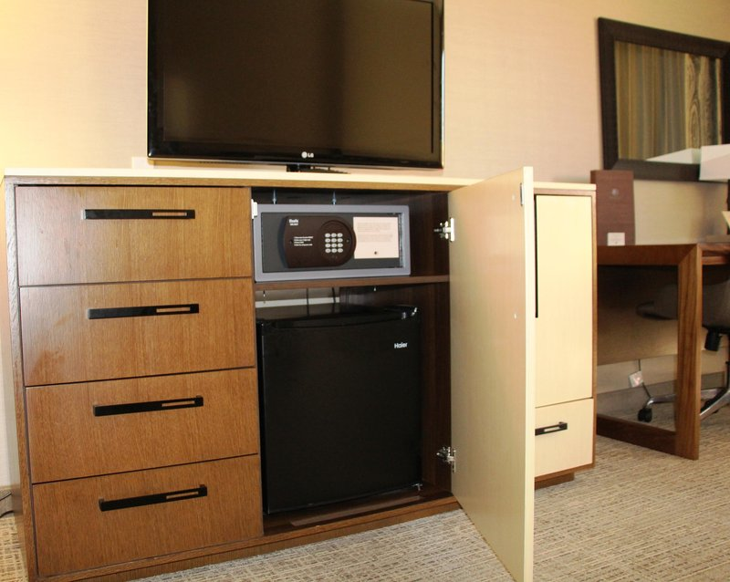 DoubleTree by Hilton Hotel Fresno Convention Center-Inroom Amenities<br/>Image from Leonardo