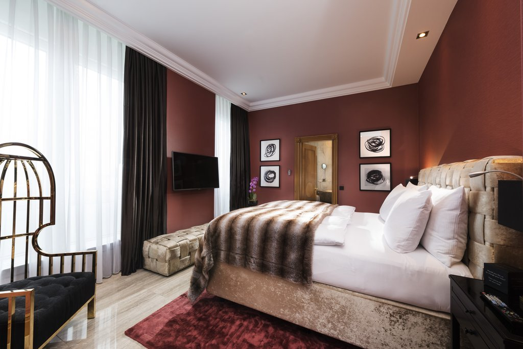 Hotel Palace Berlin - Senior Suite Sleeping Room <br/>Image from Leonardo