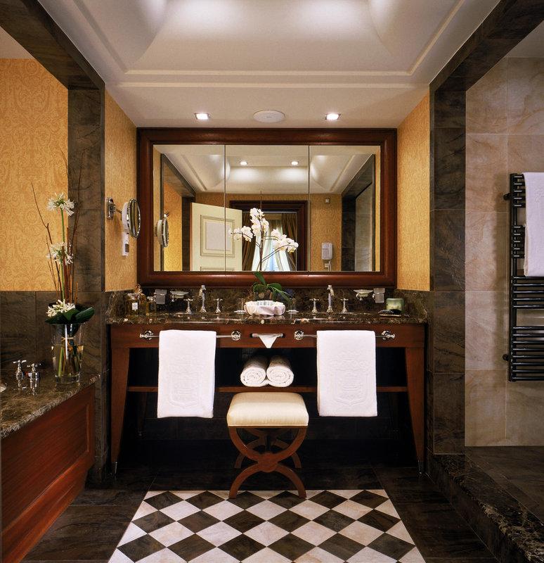 HOTEL METROPOLE MONTE CARLO-Deluxe room bathroom<br/>Image from Leonardo
