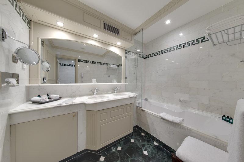 HOTEL METROPOLE MONTE CARLO-Superior bathroom<br/>Image from Leonardo