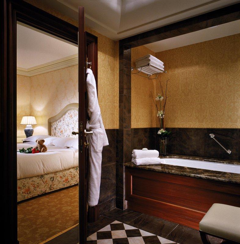 HOTEL METROPOLE MONTE CARLO-Deluxe bathroom<br/>Image from Leonardo