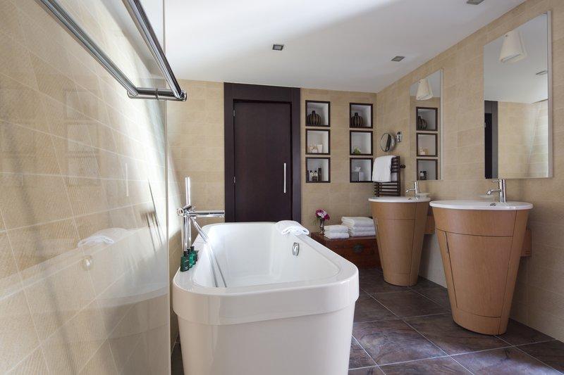 HOTEL METROPOLE MONTE CARLO-Designer Junior Suite bathroom<br/>Image from Leonardo