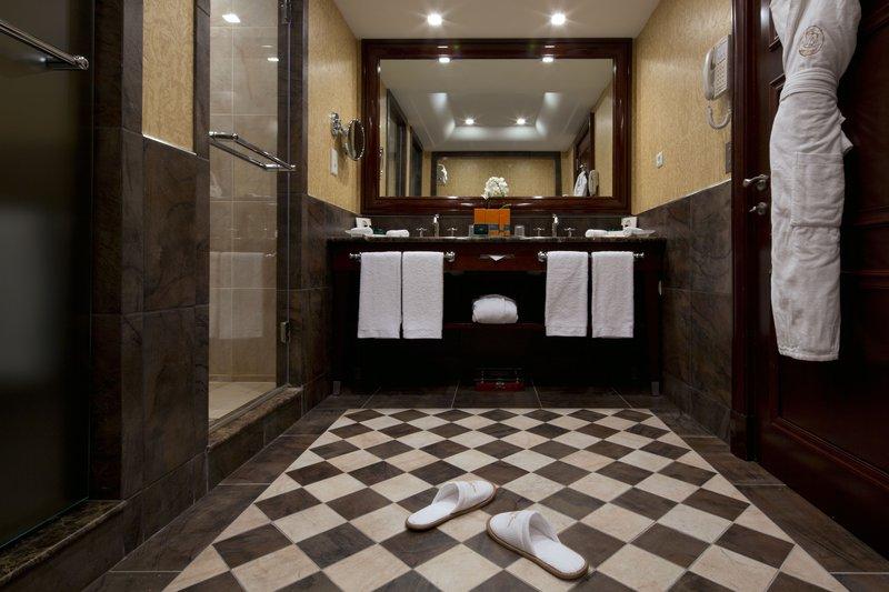 HOTEL METROPOLE MONTE CARLO-Deluxe Suite bathroom<br/>Image from Leonardo