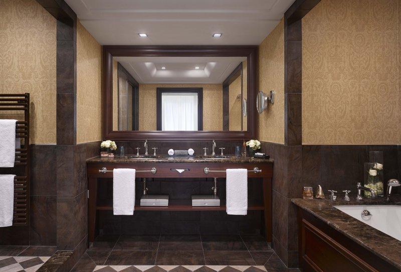 HOTEL METROPOLE MONTE CARLO-Seaview Deluxe Suite bathroom<br/>Image from Leonardo