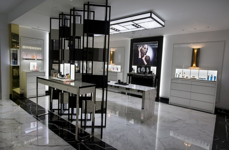 HOTEL METROPOLE MONTE CARLO-Beauty Boutique Givenchy<br/>Image from Leonardo