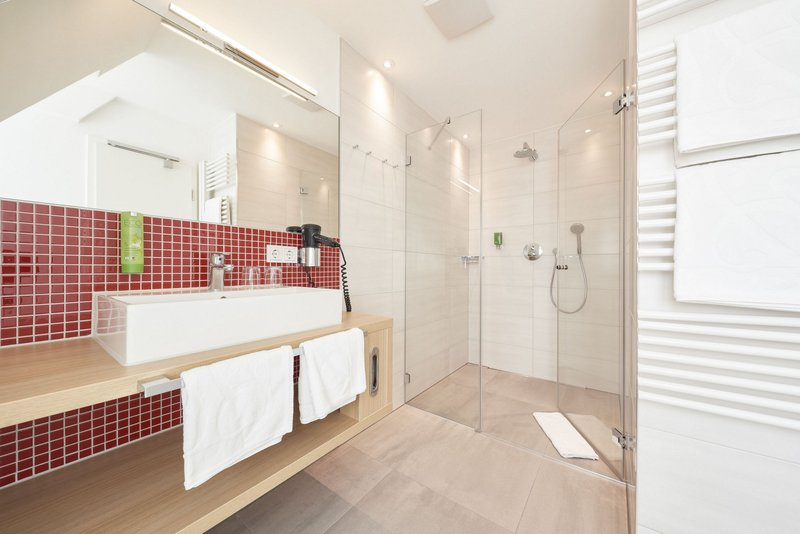 Victoria Hotel-Comfort Room<br/>Image from Leonardo