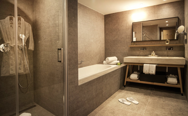 Excelsior-Superior Room Bathroom - The Tower<br/>Image from Leonardo