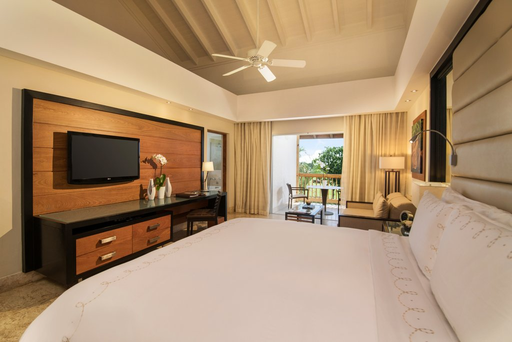 Casa De Campo - Elite Balcony Single King Bed <br/>Image from Leonardo