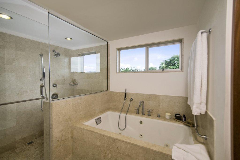 Casa De Campo - Elite Suite Bathroom <br/>Image from Leonardo