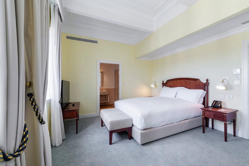 Hotel Infante Sagres-Superior Room<br/>Image from Leonardo