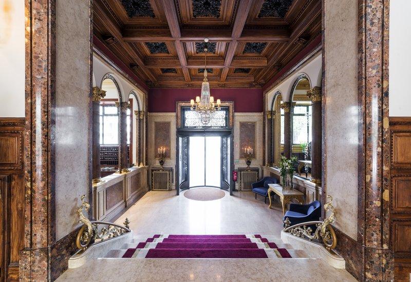 Hotel Infante Sagres-Majestic Entrance<br/>Image from Leonardo