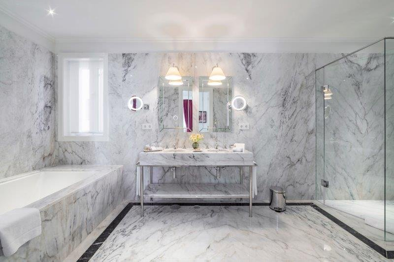 Hotel Infante Sagres-The Royal Suite's bathroom<br/>Image from Leonardo