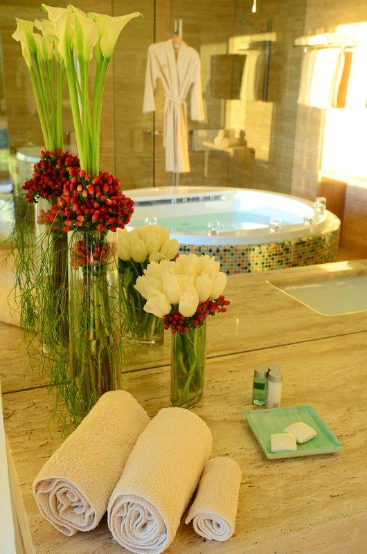 Crowne Plaza Vilamoura - Algarve-Presidential Suite Bathroom<br/>Image from Leonardo