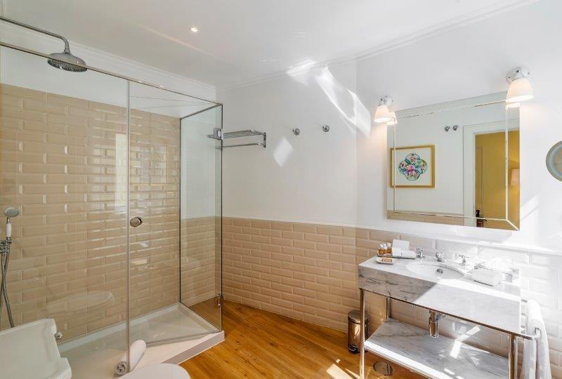 Hotel Infante Sagres-Bathroom<br/>Image from Leonardo