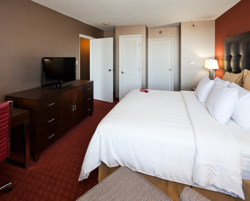 Crowne Plaza Sacramento Northeast-Suite Bedroom<br/>Image from Leonardo
