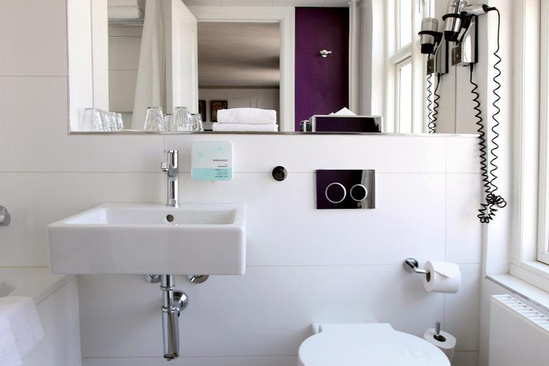 Absalon Hotel-Absalon-Bathroom-Purple<br/>Image from Leonardo