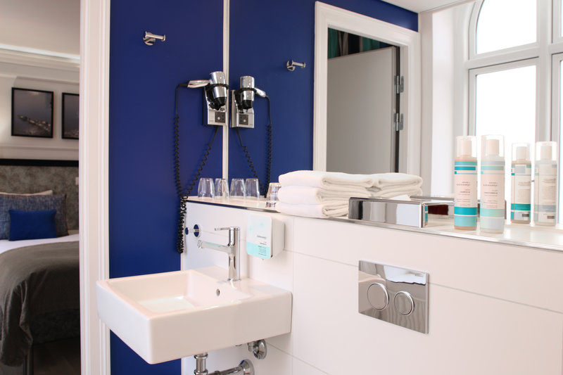 Absalon Hotel-Absalon-Bathroom-Blue<br/>Image from Leonardo