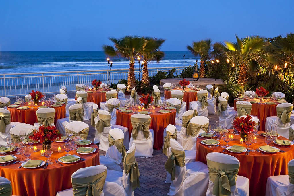 The Shores Resort and Spa-The Shores Open Terrace Dining<br/>Image from Leonardo