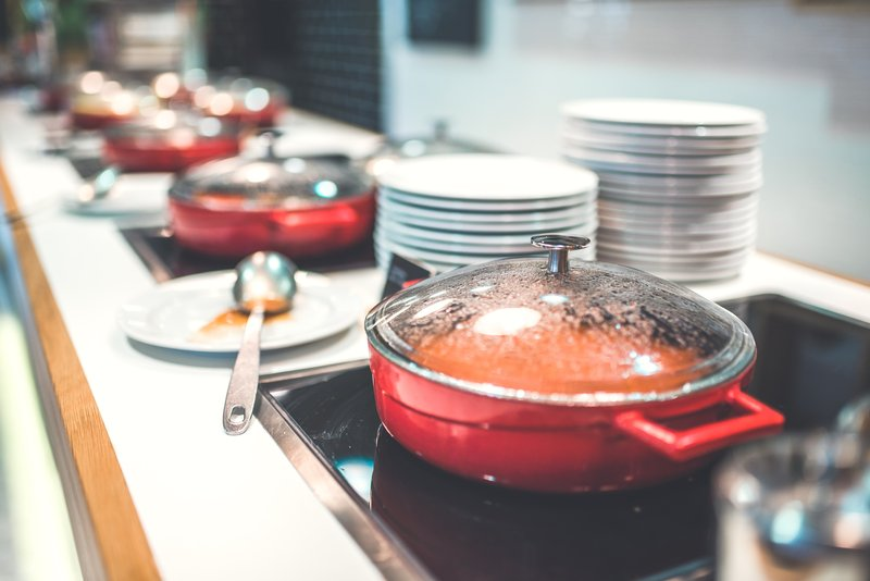 Holiday Inn Helsinki City Centre-Chefs Station features you delicious hot breakfast items.<br/>Image from Leonardo