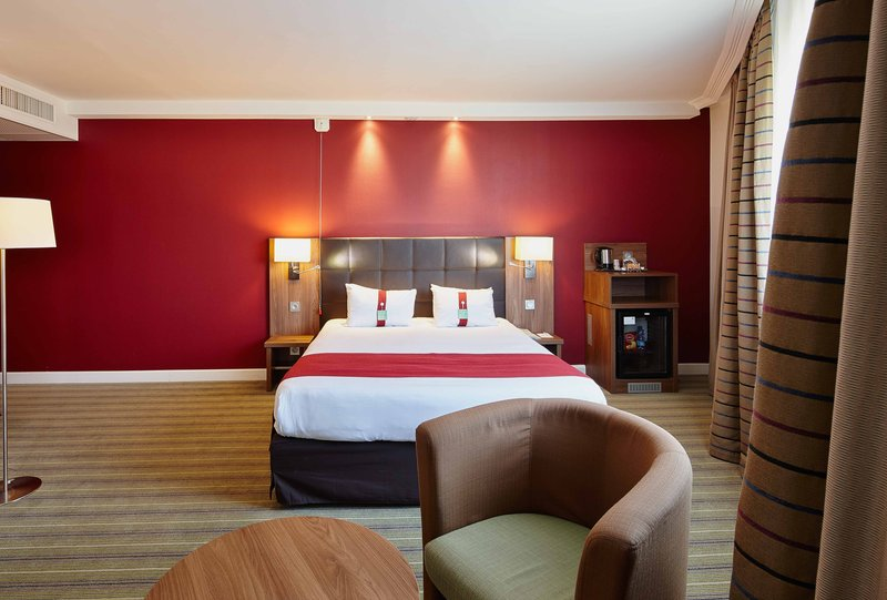 Holiday Inn Paris - Marne La Vallee-Queen Bed Guest Room<br/>Image from Leonardo