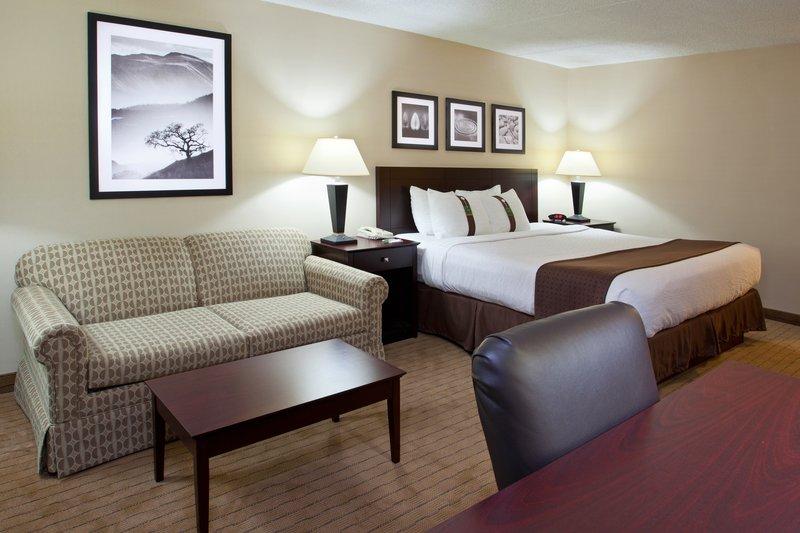 Holiday Inn Canton (Belden Village)-King Bed Guest Room<br/>Image from Leonardo
