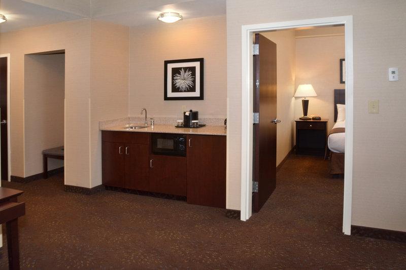 Holiday Inn Canton (Belden Village)-Studio Suite<br/>Image from Leonardo