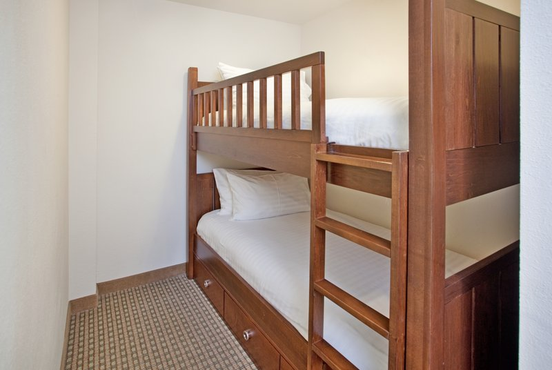 Holiday Inn Resort Pensacola Beach Gulf Front-Kiddos will Love the Bunk Beds in our Family Suites<br/>Image from Leonardo