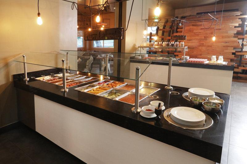 Holiday Inn Hotel & Suites Hermosillo Aeropuerto-Breakfast Area<br/>Image from Leonardo
