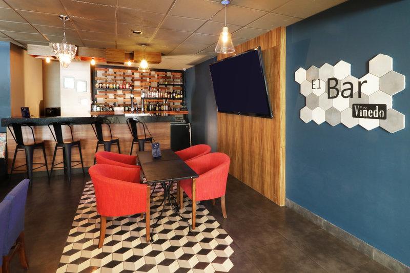 Holiday Inn Hotel & Suites Hermosillo Aeropuerto-Lobby Bar<br/>Image from Leonardo