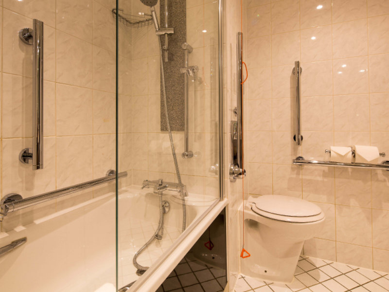 Crowne Plaza Nottingham-Guest Bathroom<br/>Image from Leonardo
