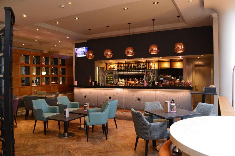 Crowne Plaza Reading-Riverside Bar<br/>Image from Leonardo