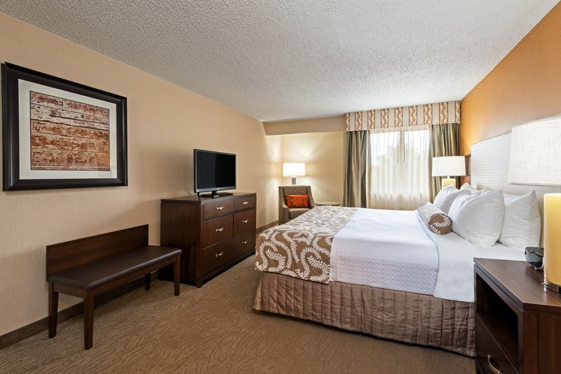 Crowne Plaza Dallas Galleria - Addison-King Bed Guest Room<br/>Image from Leonardo